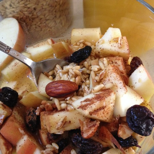 Raw Oat and Fruit Breakfast Bowl