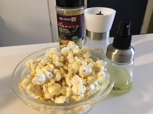 Vegan Savory Popcorn with 'Nooch'